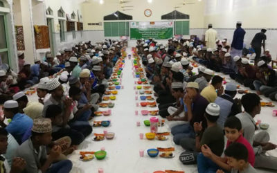 توزيع وجبات افطار ساخنة