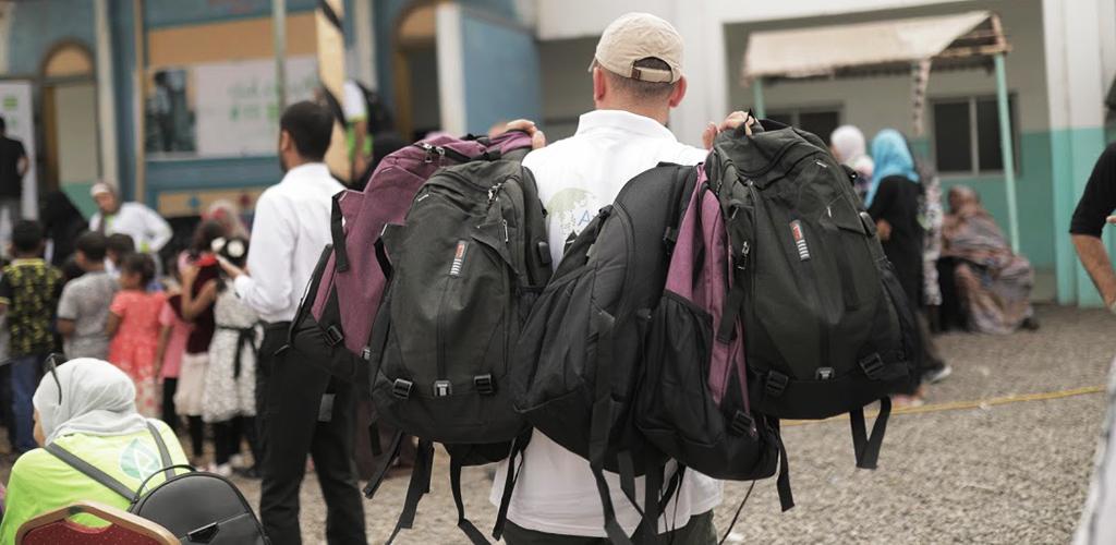 توزيع مساعدات دراسية