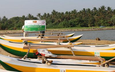 توزيع مشاريع تنموية ( قوارب صيد )