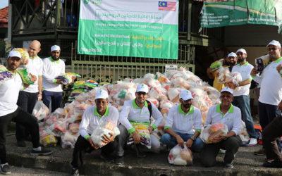 توزيع سلات غذائية للاجئين الروهينجيا