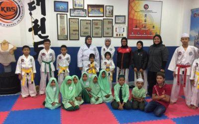 Training Rohingya students on martial arts